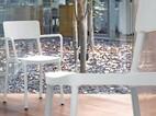 Stuhl Lisboa Armlehnstuhl: weiß, Polypropylen, mit Fiberglas verstärkt, Sitzpolster: schwarz