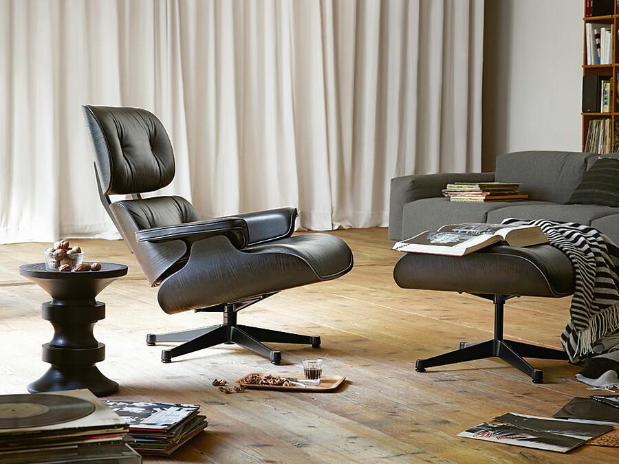 vitra lounge chair und ottoman in schwarz sofort lieferbar. Black Bedroom Furniture Sets. Home Design Ideas