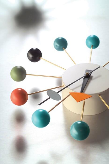 ball clock von vitra designer wanduhr sofort lieferbar. Black Bedroom Furniture Sets. Home Design Ideas