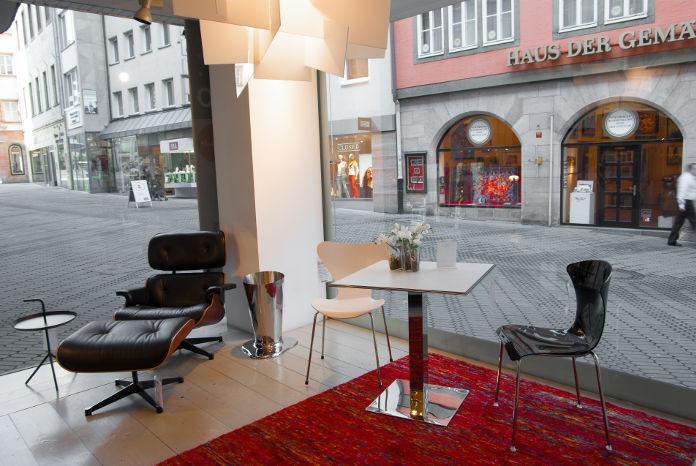Der Eames Lounge Chair im Cairo Designstore Nürnberg
